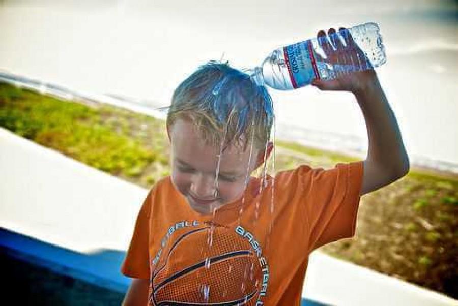 Védjük gyermekünket a napszúrástól, kiszáradástól!